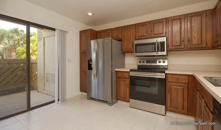 12949 Pennypacker Tr #5, Wellington Florida 33414 - Kitchen and Patio