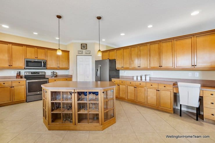 2735 Misty Oaks Circle Royal Palm Beach Florida 33411 Kitchen