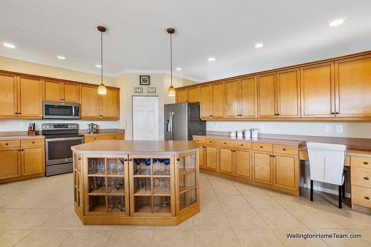 2735 Misty Oaks Circle Royal Palm Beach Florida 33411 Kitchen