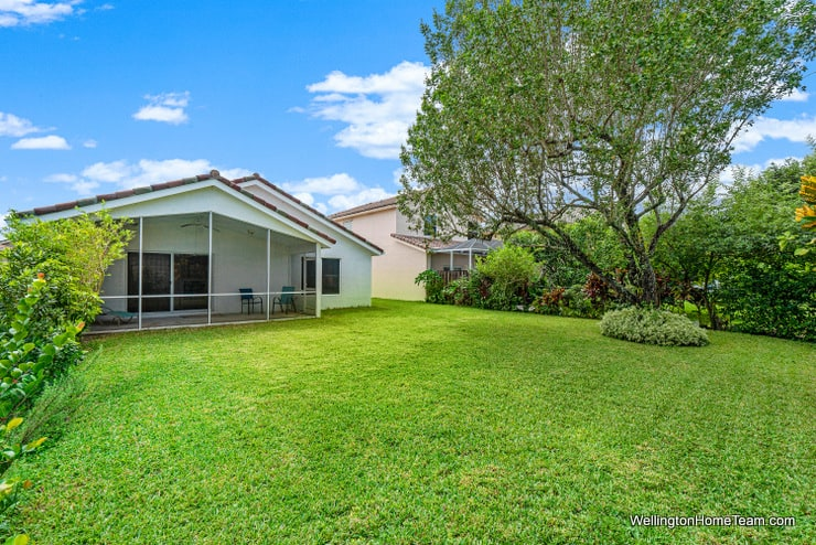 Grand Isles Home for Sale in Wellington Florida - 11477 Beacon Point Lane Yard
